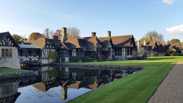 houses-behind-hever-castle